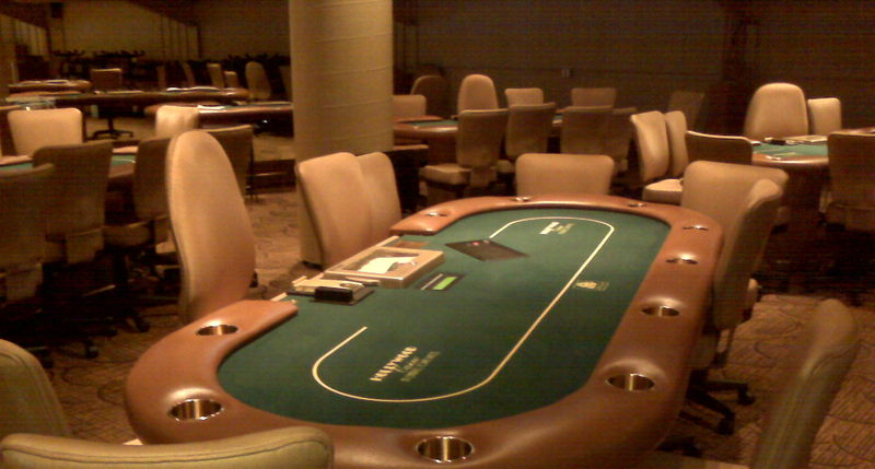How can you play the bandarqq gambling game on online